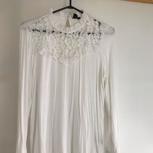 Simons white shirt